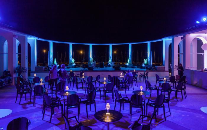 Spiaggia Olivi terrazza notturna