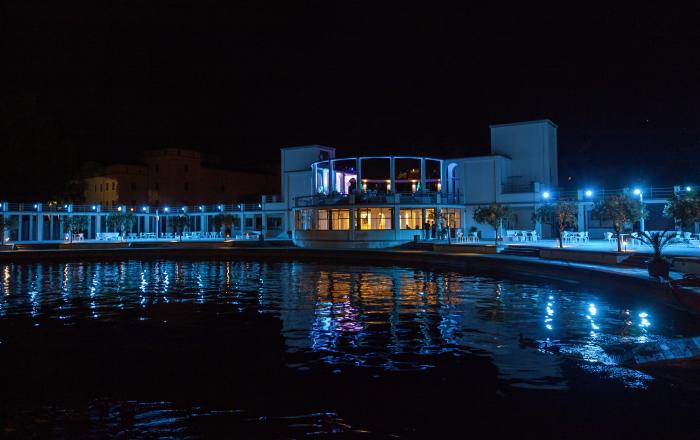 Spiaggia Olivi notturna