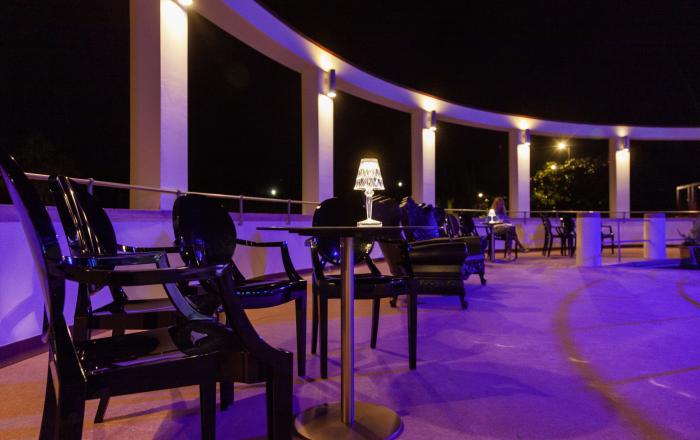 Spiaggia Olivi prospettiva terrazza notturna